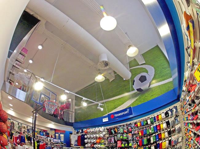 Παράδειγμα εγκατάστασης των 50W LED Canon Lights στα καταστήματα Intersport